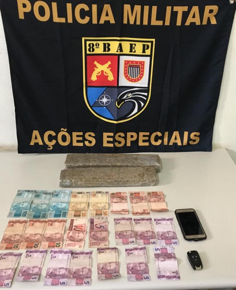 Polícia Militar - Notas estavam trocadas e droga embaixo do banco do passageiro