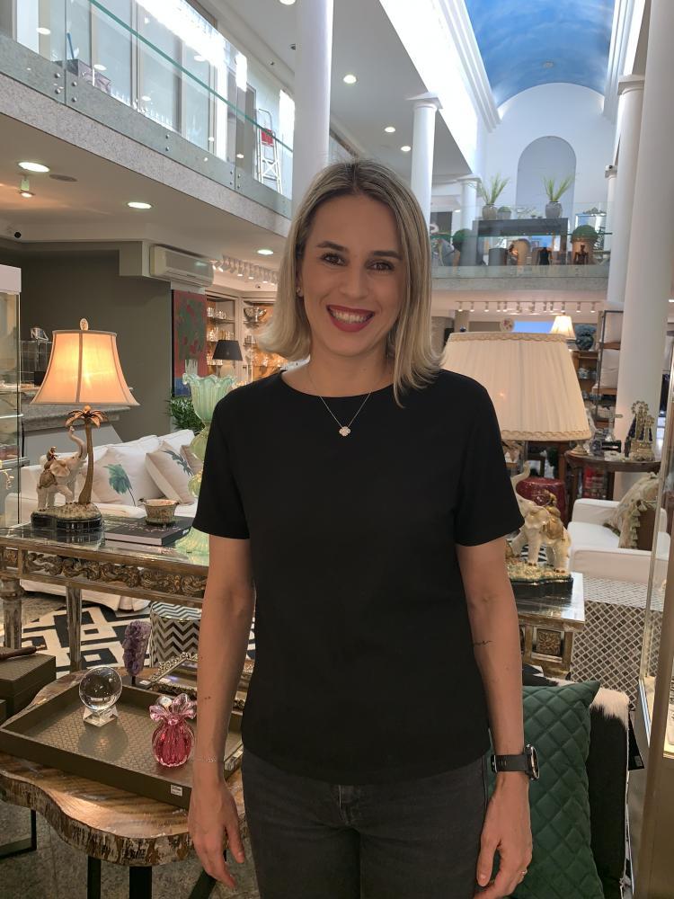 Carol Marini, gerente da loja Monalisa do Parque do Povo