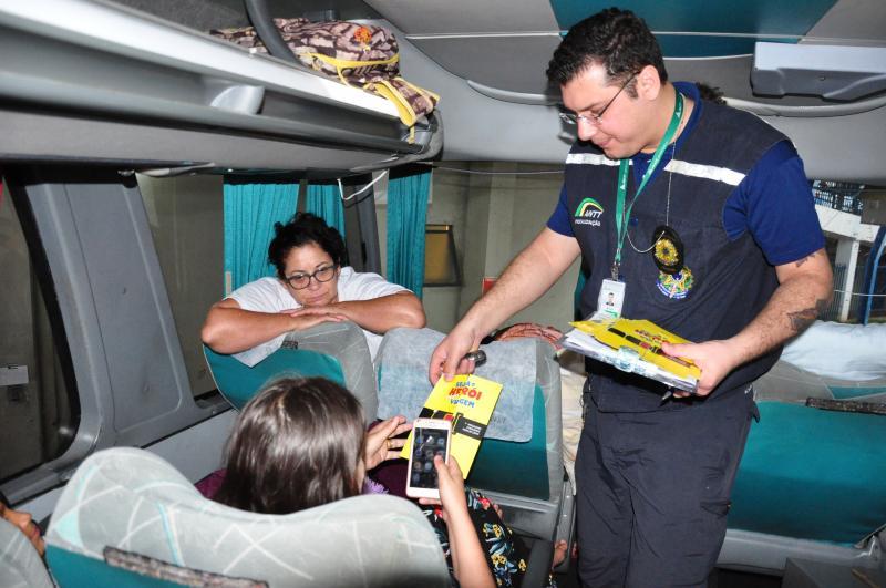José Reis - Ação alerta os usuários do transporte sobre a importância do cinto de segurança