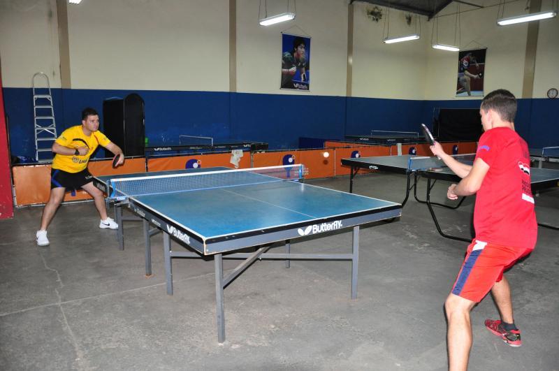 José Reis - Giba treina 48 atletas e o medalhista Guilherme é um dos que passam por ele