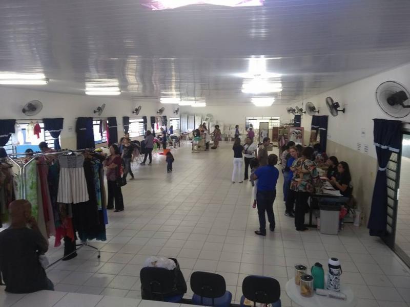 Cedida/Apae - Evento ocorre no auditório da sede da Apae; funcionários e familiares trabalham na ação