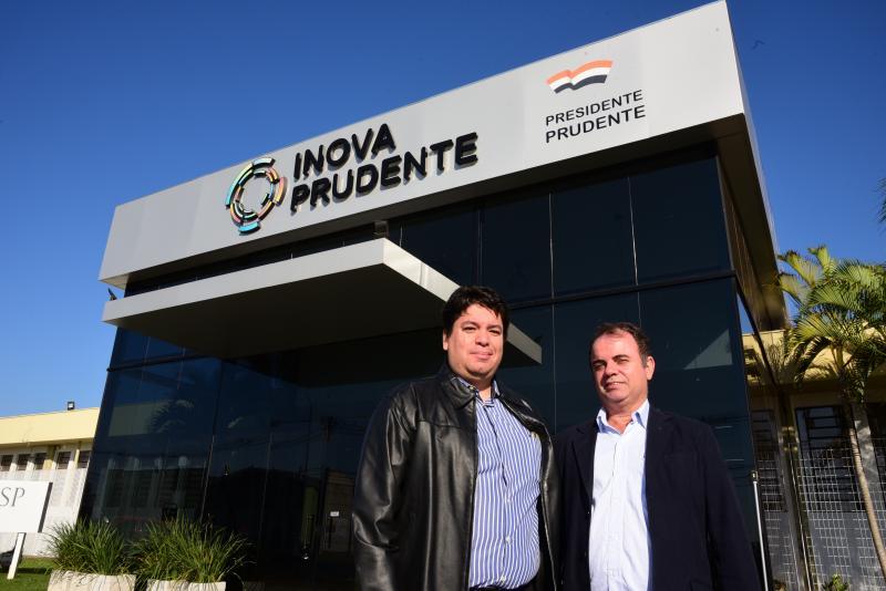 Paulo Miguel - Representando os contabilistas, Victor e Sérgio conheceram atrativos do coworking ontem