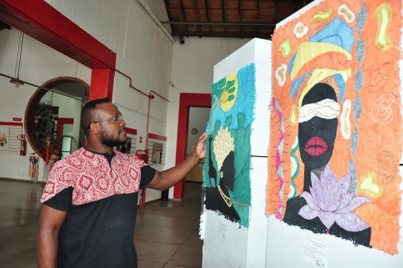 Arquivo - Artista plástico David Cardoso mostrará seus quadros no local