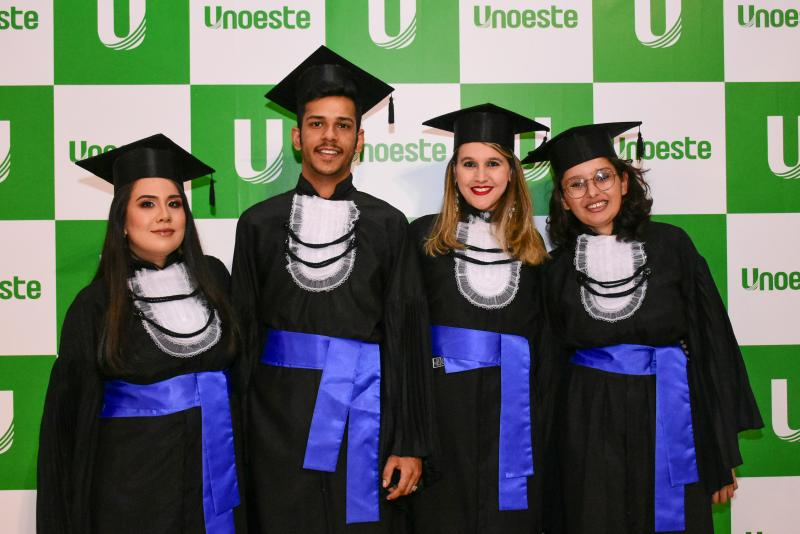 Ector Gervasoni e Marcelo Gomes - Recém-formados em Design de Interiores da Unoeste, Paula Miyoshi, Gustavo Alves, Aline Barile e Katsiane Silva