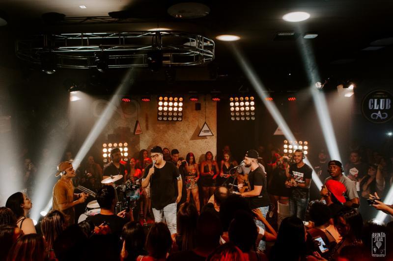 Divulgação - Grupo está junto desde 2008 e interpreta, além de pagode, funk, sertanejo e axé