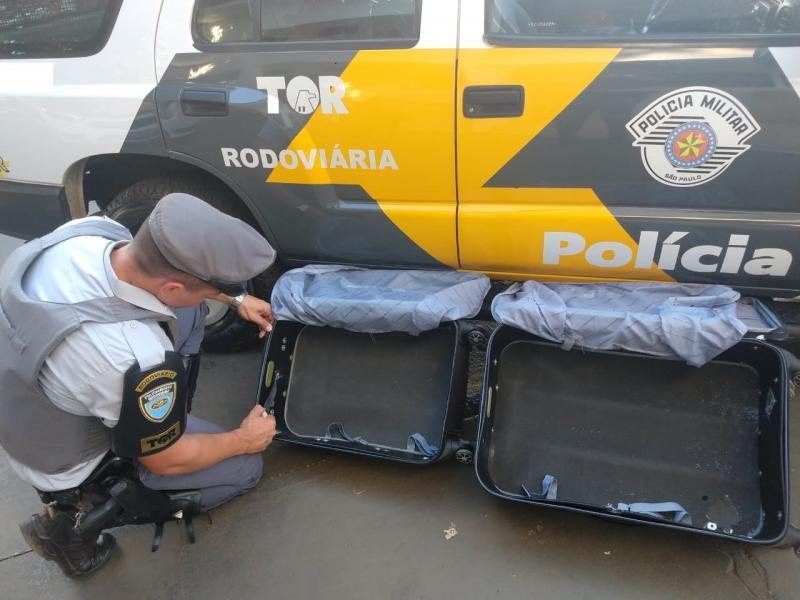 Polícia Militar Rodoviária - Mais de 14 kg de cocaína estavam escondidos dentro de bagagem