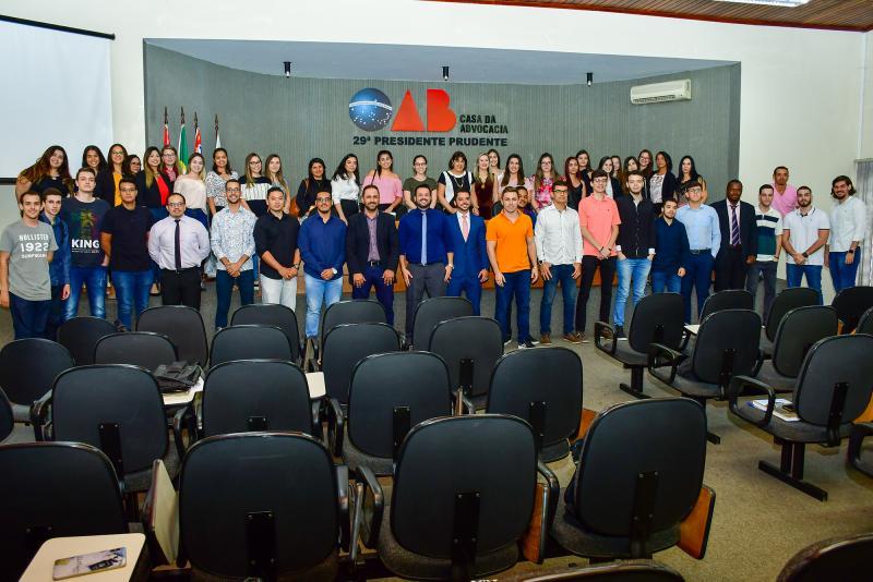 Wesley Cotini, presidente da OAB Prudente e egresso da Unoeste, recebeu alunos de Direito da universidadena Casa da Advocacia