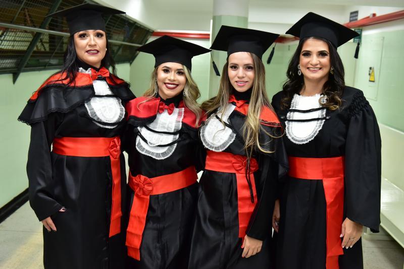 DIPLOMADAS Recém-formadas pelo curso de Direito da Unoeste, Adriana Oliveira, Daniela Souza, Silmara Ananias e Francielle Delgado