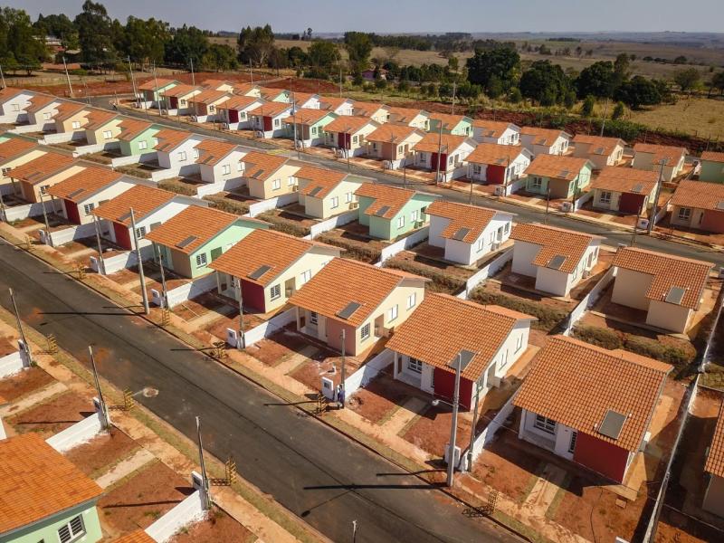 CDHU - Conjunto de moradias, localizado na Rodovia Paulo Roberto de Assis, possui infraestrutura completa