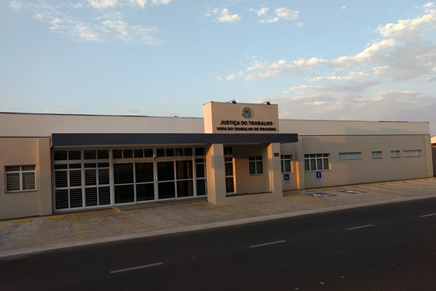 TRT -  Prédio ocupa um terreno de 1.210 m², localizado próximo ao centro da cidade, com acesso fácil via transporte público