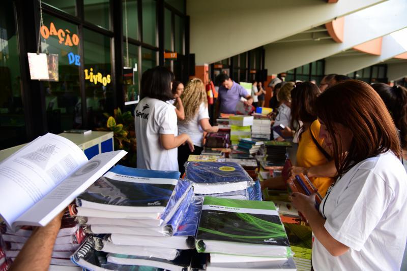 Paulo Miguel - Foi permitido que cada visitante levasse um livro da editora Senac