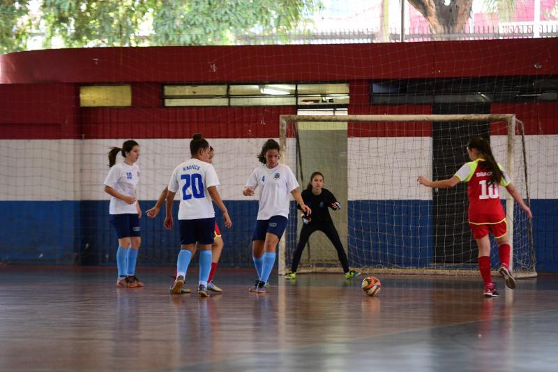 Foto: Paulo Miguel - Equipes femininas de futsal se enfrentaram ontem, no Parque de Uso Múltiplo