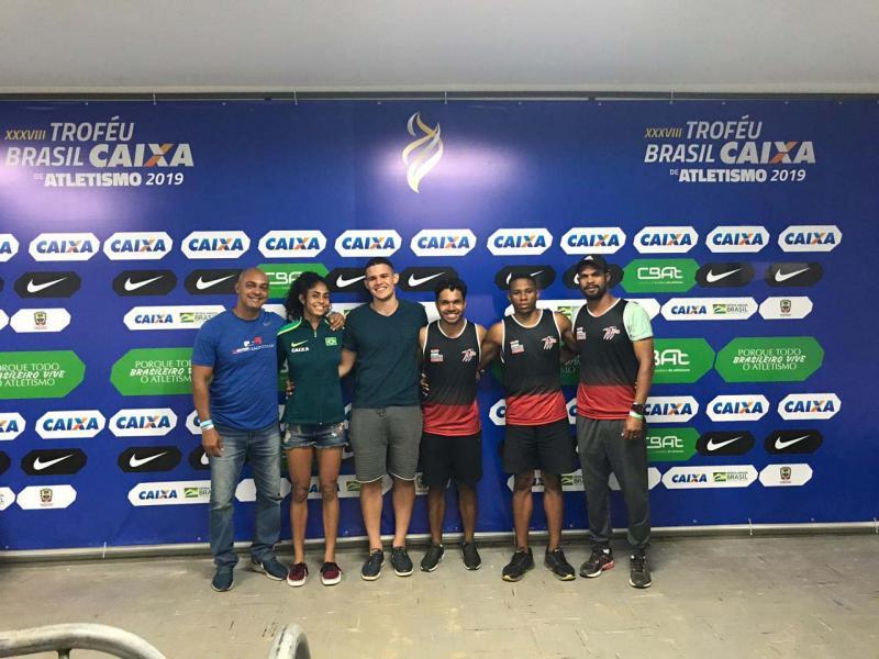 Eder Mota - Inaldo e Eliseu Sena com seus atletas Fábio Henrique, Maria Victória, Willian e Yoran