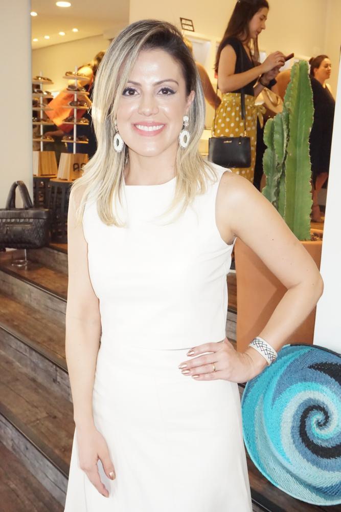 Carol Cordeiro, da loja Carolas Store, recebeu as clientes para lançar a nova coleção dos acessórios Leat e os chapéus pintados à mão de Cássia Mello