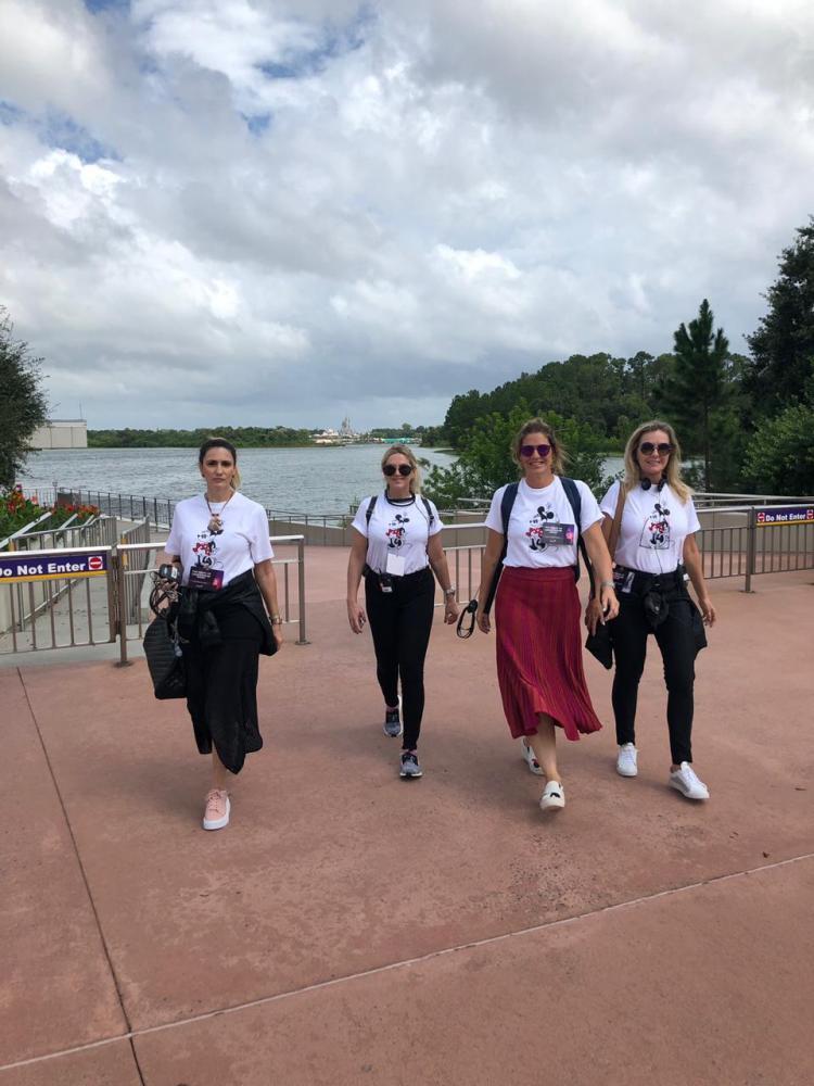 """IMERSÃO Vivi Audi, Ana Cristina Dicola, Zelly Pennachi Machado e Rosangela Mescoloti, em Orlando para participarem do curso do método Disney para executivos, """"Magic of Leadership"""""""