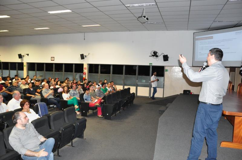 José Reis - Encontro na noite de ontem reuniu empresas, técnicos em segurança do trabalho e alunos
