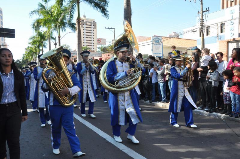 Arquivo:Escoteiros, em mais um ano, desfilam na manhã de 7 de setembro, em Presidente Prudente