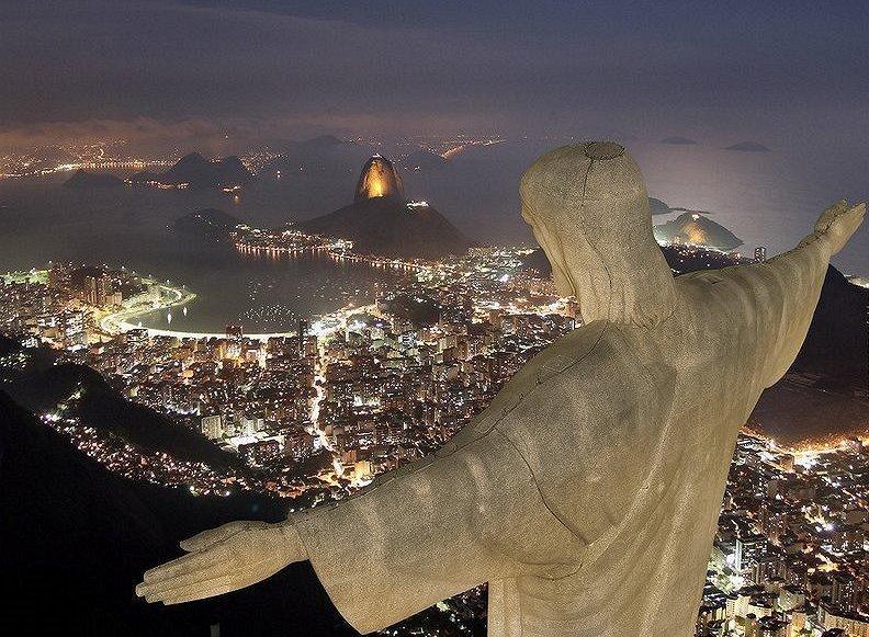 Riotur:Perpectiva noturna a partir do Cristo Redentor: o visual mais excitante que se pode ter de uma metrópole