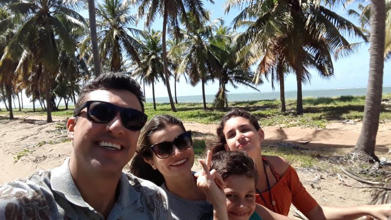 Arthur Trevisanuto, Fabiana e os filhos, de férias pelo litoral de Alagoas, pela First Tour