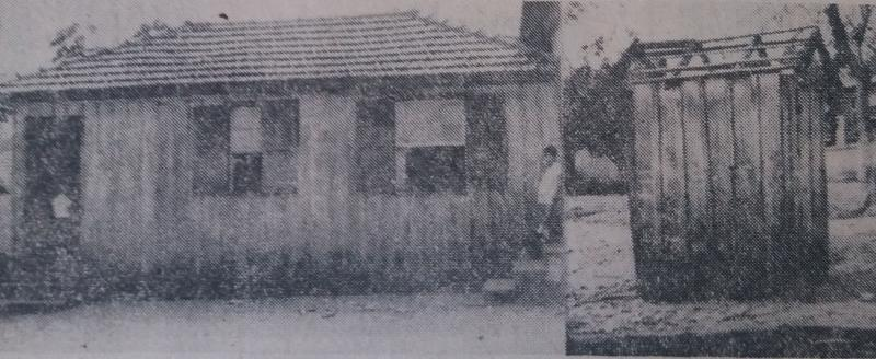 """O velho casarão: de um lado as classes de madeira, sem vidros, empoeiradas; do outro, o que deveria chamar-se """"instalações sanitárias"""""""