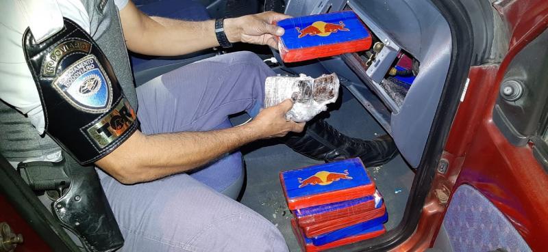 Polícia Militar Rodoviária - Droga foi encontrada durante vistoria no carro que o autor conduzia