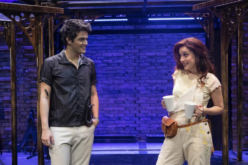 No destaque, os protagonistas Daniel Haidar e Isabel Barros.