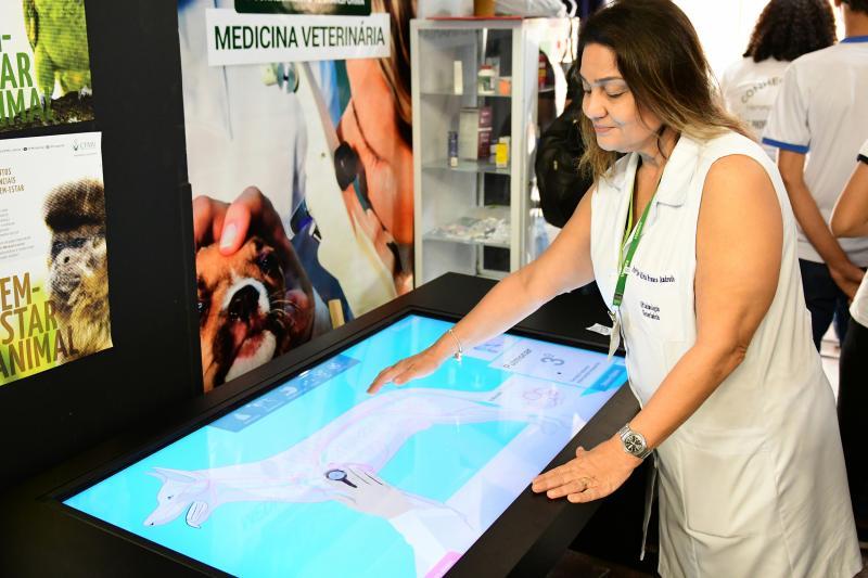 "Marcelo Gomes: Professora Silvia Franco: ""Tecnologia presente na rotina da Medicina Veterinária"""