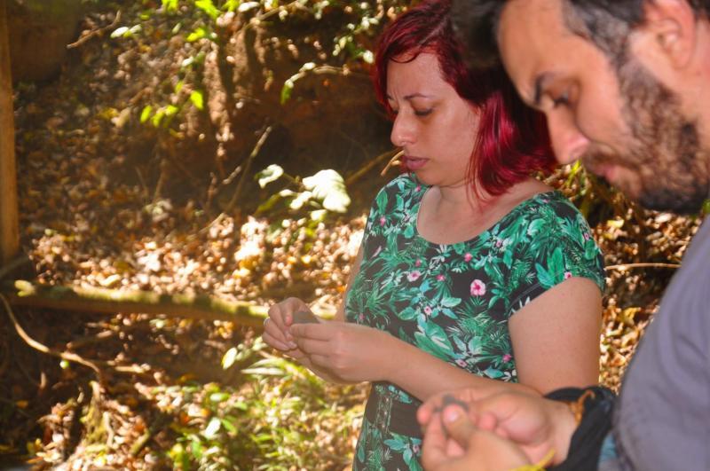 A paleontóloga Kamila Bandeira, responsável por descrever o maior dinossauro do Brasil, visita projeto do Terra Parque