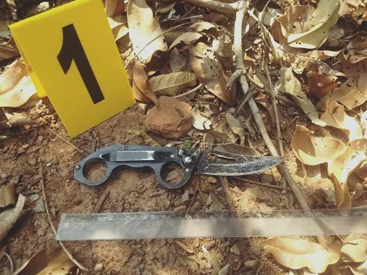 Polícia Civil - Faca utilizada no crime foi encontrada em área de vegetação perto da casa da vítima