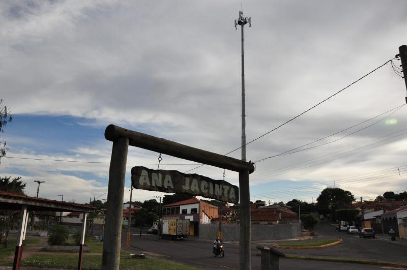 José Reis - Moradores se preocupam com efeitos daradiação emitida pela antenainstalada entre as casas