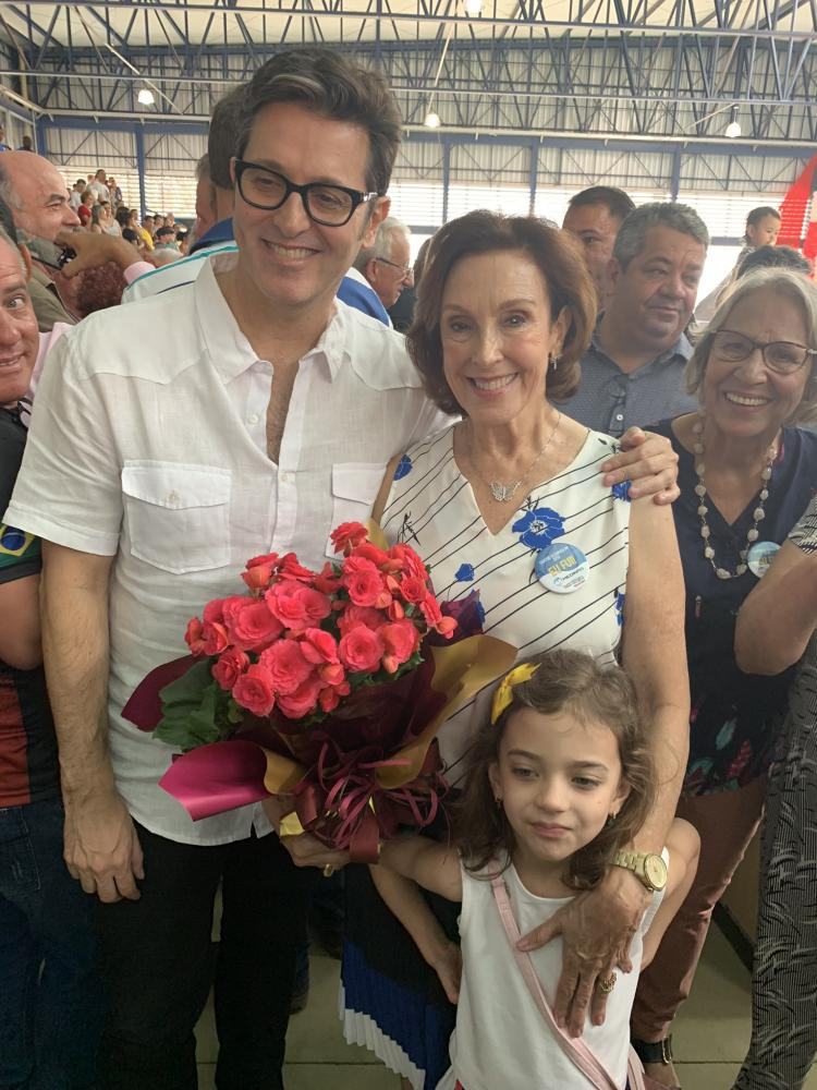 Filho e viúva de Antonio Macca, o jornalista Marcelo Macca e sua mãe, professora Maria Inês (com a neta Marina Macca Cordeiro)