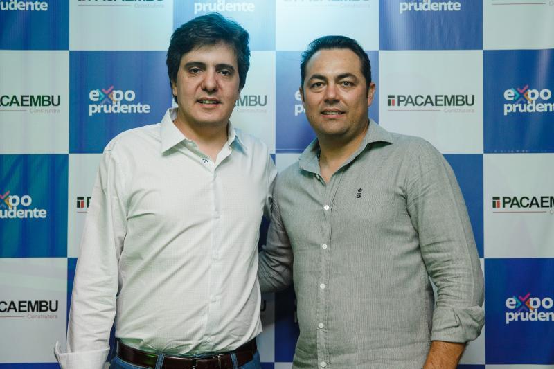 Frederico Escobar, diretor comercial da Pacaembu Construtora, e Alex Alves, supervisor comercial, em Presidente Prudente, na Expo Prudente 2019