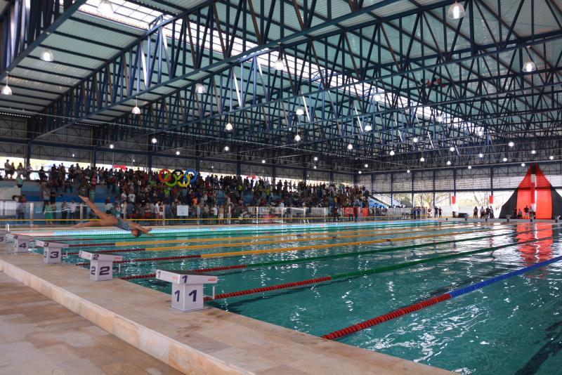 Cedida/Marcos Sanches - Muitos selaram o tradicional batismo de piscinas, com um bom banho e algumas braçadas