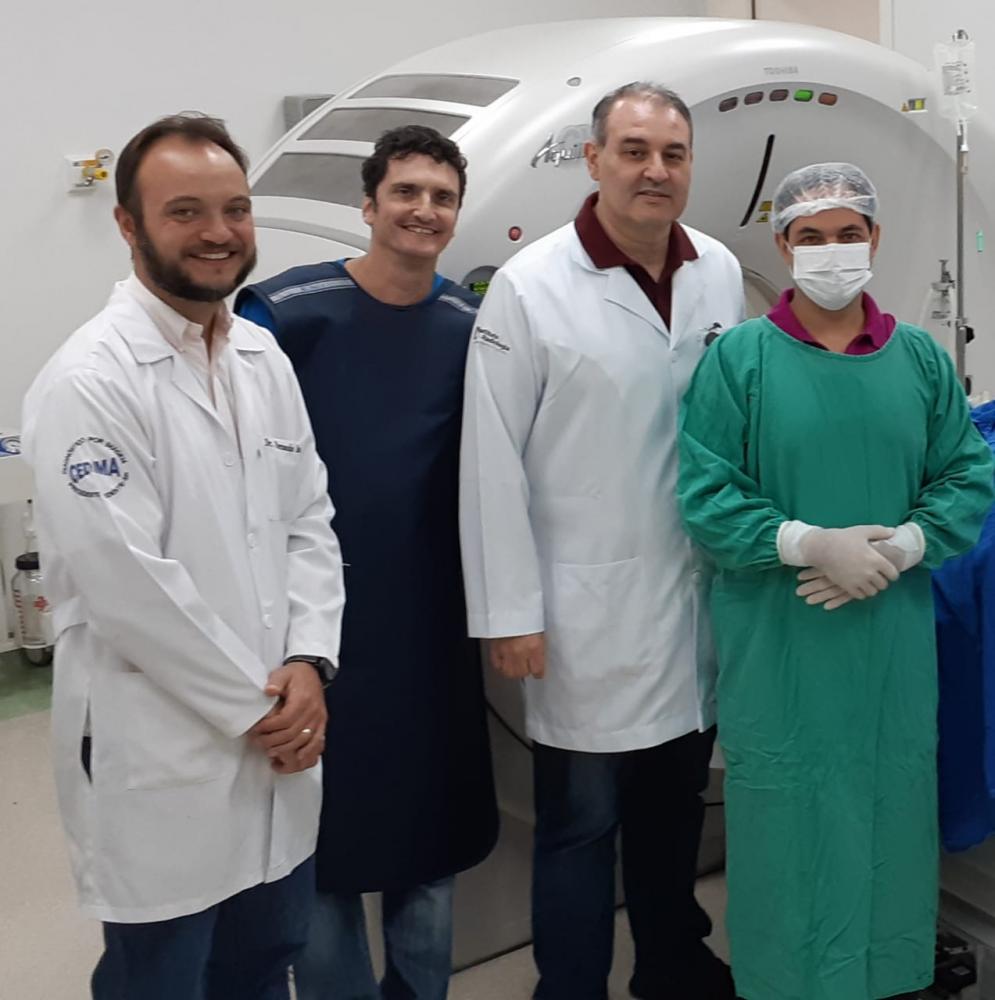 Doutores, Fernando Almeida (radiologista), Clovis Eduardo Baptistini (anestesista), Fabio Barbosa (radiologista) e Leandro Kefalas (radiologista e intervencionista) na tomografia da Santa Casa de Prudente