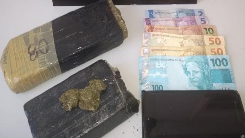 Polícia Militar - Apreensão de droga e dinheiro ocorreu após fuga
