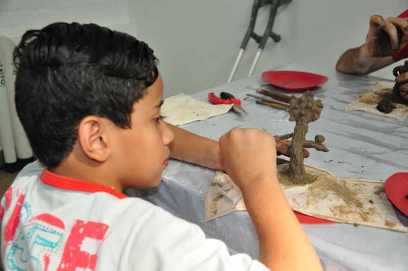 """José Reis:Vinicius Alexandre de 9 anos: """"mexer com a argila é muito legal"""""""