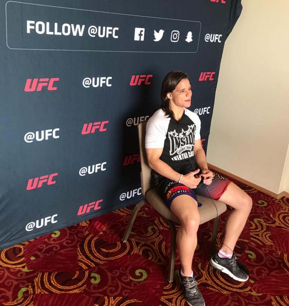 Hugo Gonçalves - Momento de entrevista de Sorriso, ontem, ao UFC no México