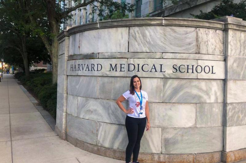 Mariana Janini Gomes, ex-aluna de Fisioterapia da Unoeste, iniciou o pós-doutorado em Harvard Medical School em setembro deste ano