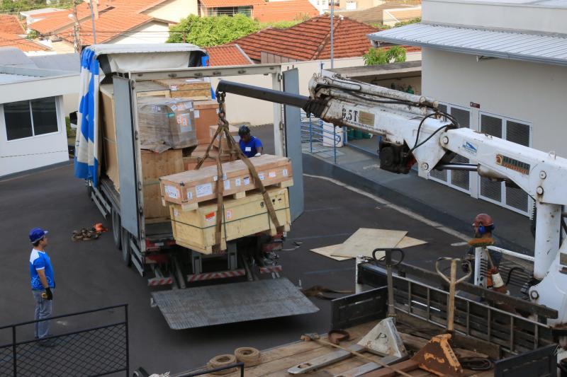 Pedro Silva - Devido ao tamanho e peso dos equipamentos, foi necessário o uso de guindastes para a operação