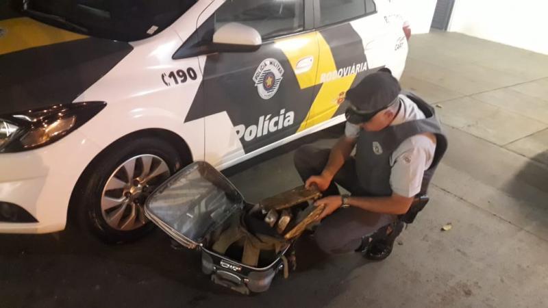 Polícia Militar Rodoviária - Droga estava dentro de uma maça, distribuída em nove tabletes