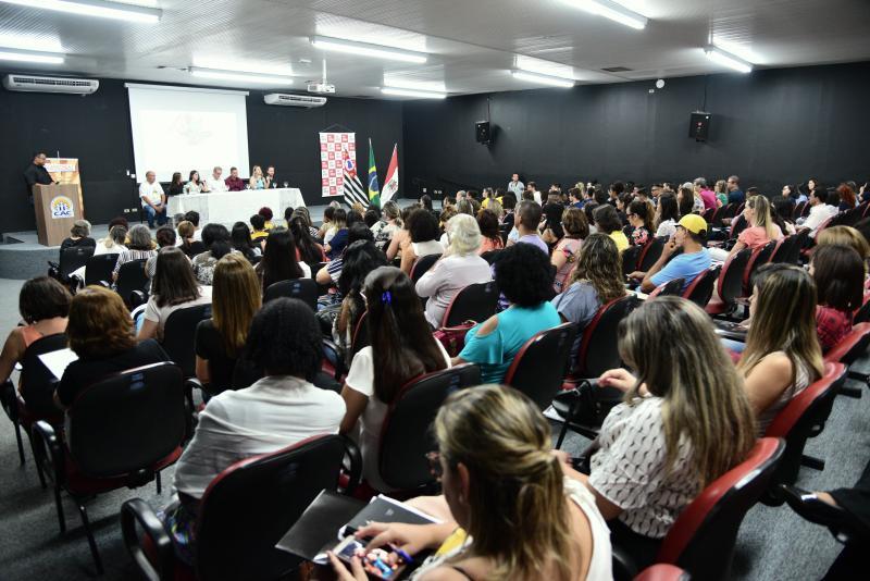 Paulo Miguel - Evento reuniu assistentes sociais, representantes de entidades assistidas e cidadãos em geral