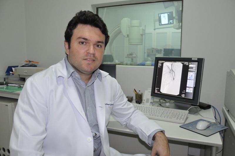 """José Reis - Bruno: """"Sinais da doença podem ser percebidos na rotina, com a memória pregando algumas peças"""""""