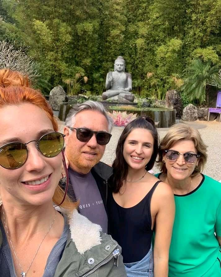 Lívia, Tadeu Marcela e Bete de Paula, em Gold Coast – Austrália, com a First Tour