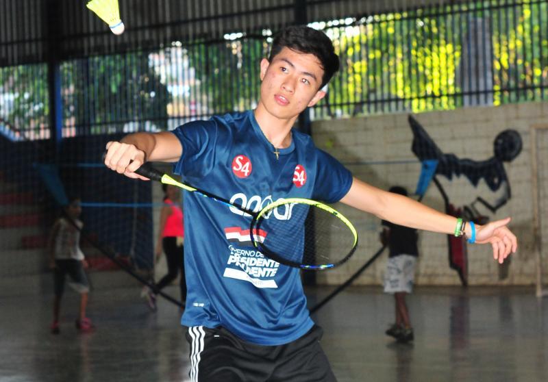 Cedida - Com o time, atleta vai disputar o Sul-Americano de Badminton