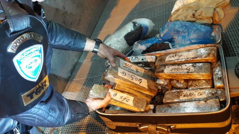 Polícia Militar Rodoviária - Material estava no bagageiro externo do ônibus, pesando 25,640 kg