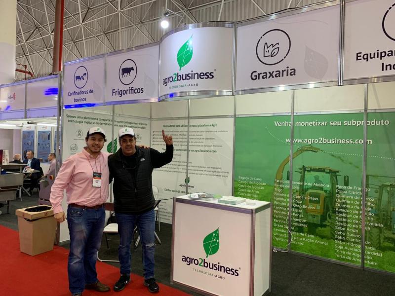 Thiago Mateus e Mauro Reis com a startup Agro2Busness na Expomeat 2019 em São Paulo