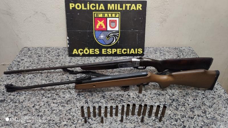 Polícia Militar - Materiais foram localizados embaixo do rack da sala
