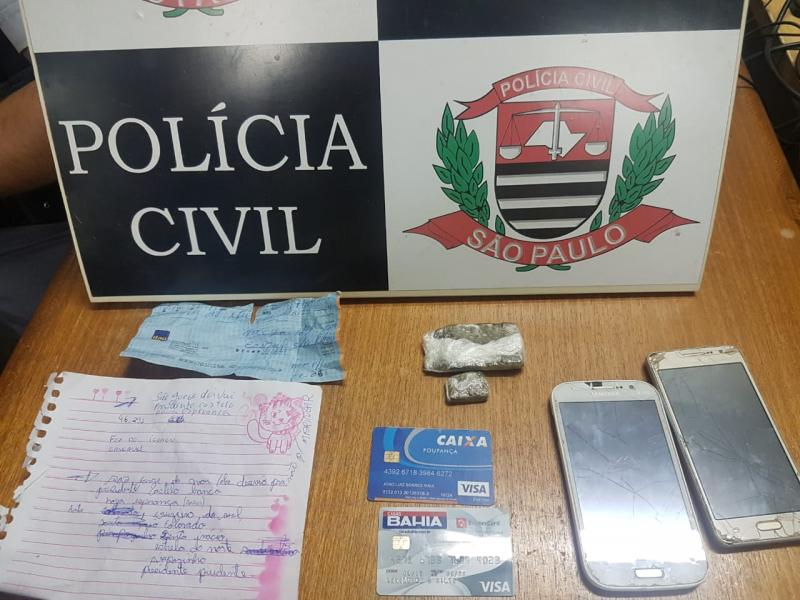 Polícia Civil - Veículo e materiais foram apreendidos para investigação