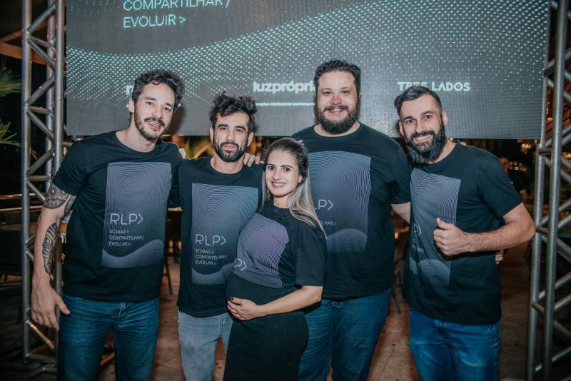 Gabriel Martins (Luz Própria); Rodrigo e Michelle Braga (Três Lados); e Tiago Levorato e Carlos Braga (Raro!) anunciam a fusão com um coquetel no Ibiza Loung Bar