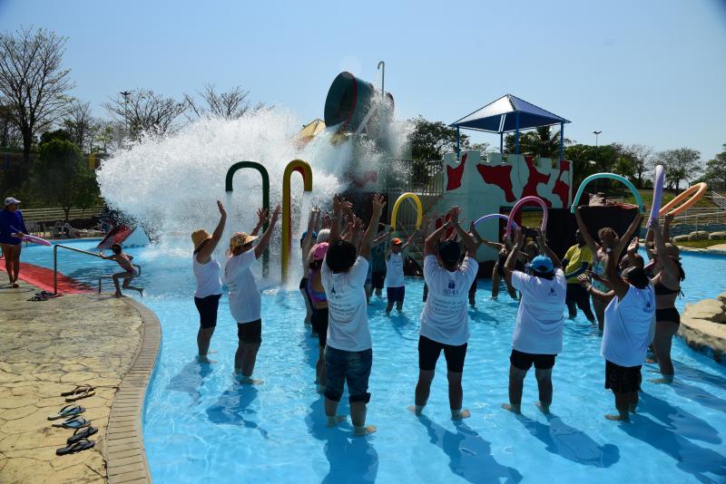 Paulo Miguel - Momentos de lazer no Parque Aquático fazem parte do encerramento da Semana do Idoso